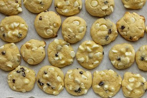 White and Dark Chocolate Cookie Mix